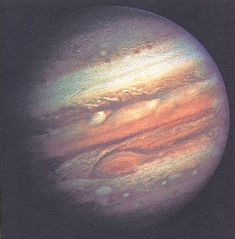Вверху. Эта фотография Юпитера